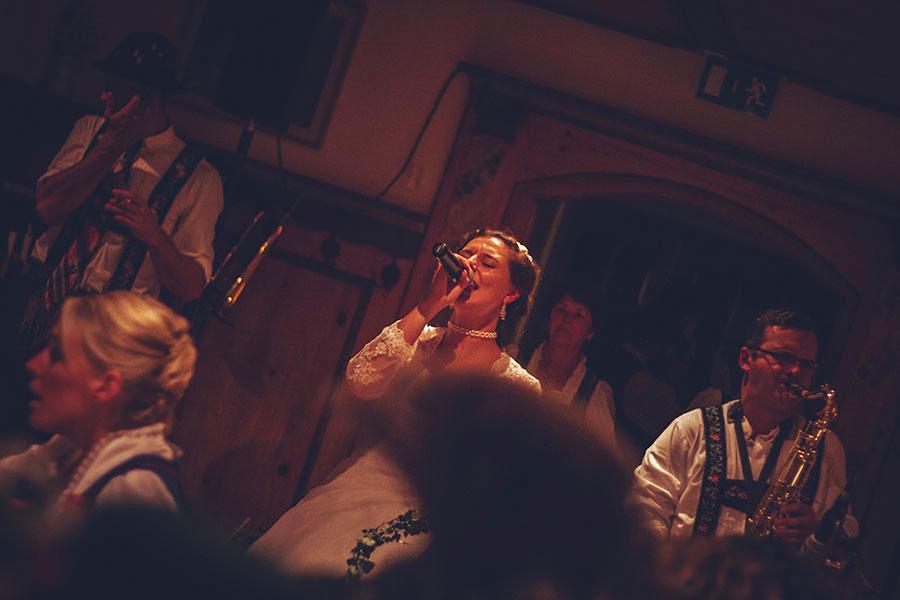 Cornelia und Franz Hochzeitsfotos Wallgau Bayern 73